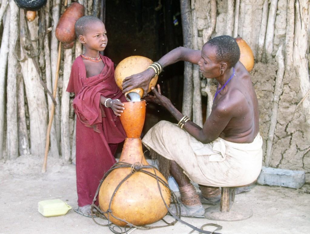 Datoga (KM) Pouring milk - Damarang_sm